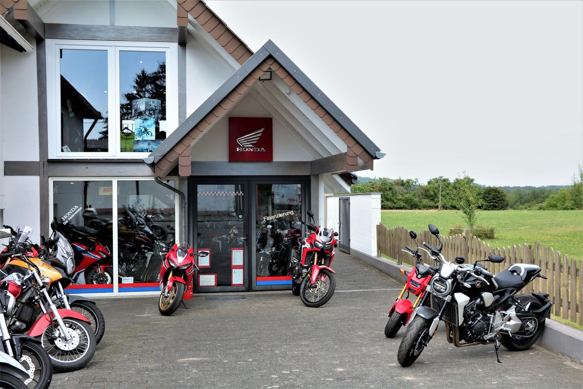 11d02f1d8b03 Moto Bauer en Königswinter