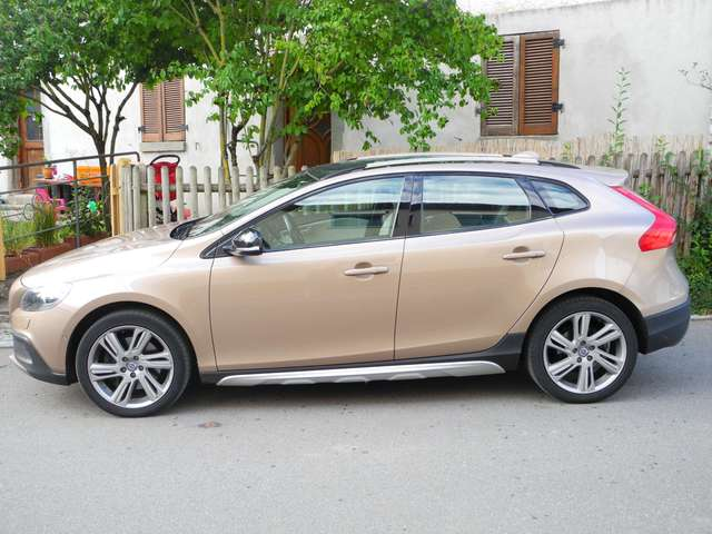 volvo v40-cross-country t5-awd-geartronic-summum beige