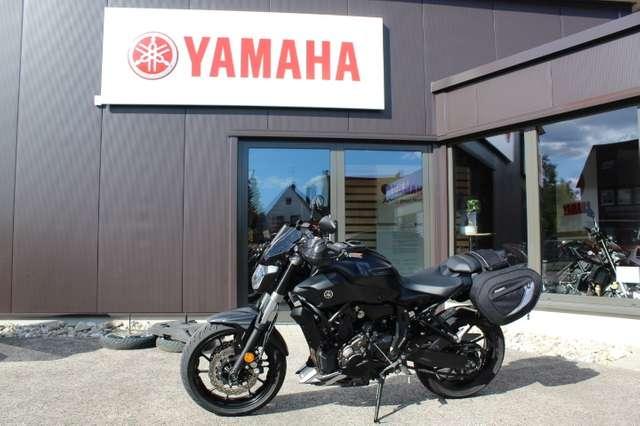 yamaha mt-07 abs-1-hand-viel-zubehoer schwarz