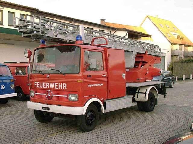 mercedes-benz vario lp-608-feuerwehr-drehleiter-dl rouge