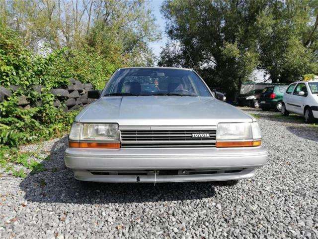 toyota carina automatique-oldtimer-prix-marchand-a-empoter gris