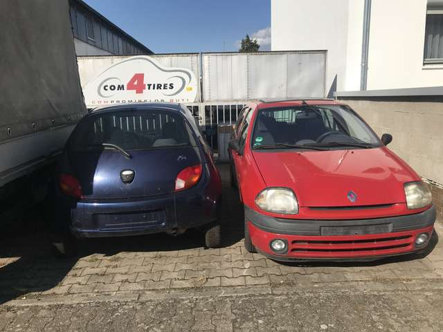 renault clio 1-2-econ-rn red