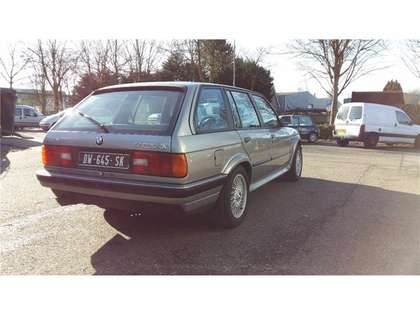 BMW 325 ix touring E30 (1988) lachssilber 78000k museum!