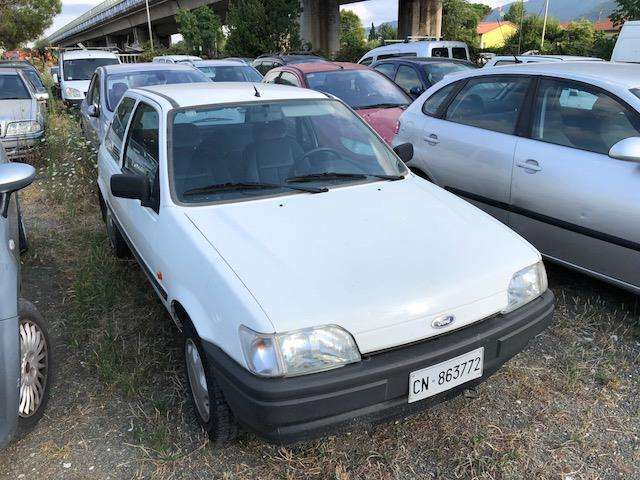 ford fiesta 1-1i-cat-3-porte-boston bianco