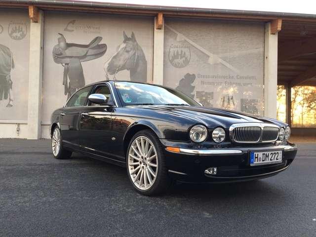 jaguar daimler super-eight-einer-v-nur-853-weltweit-gebauten schwarz
