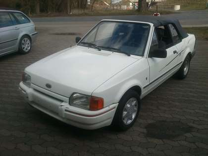 Ford Escort Ghia Weiß