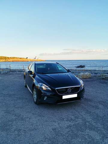 volvo v40-cross-country d2-summum schwarz