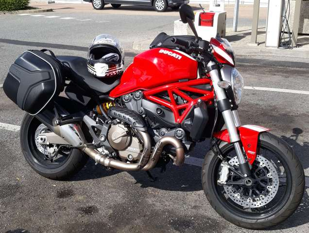 ducati monster-821 rouge