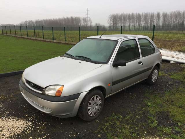 ford fiesta 1-3i-ambiente gris