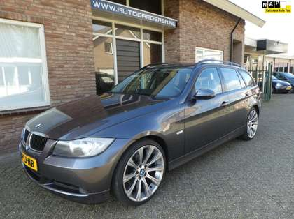 BMW 320 Touring 320i Business Line Leder / Navi / Dealeron