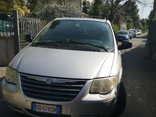 chrysler grand-voyager 2-8-crd-cat-limited-auto argento