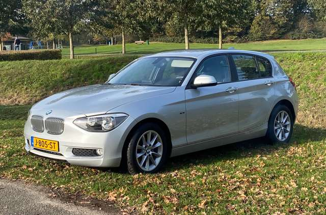 bmw 114 i-business silber