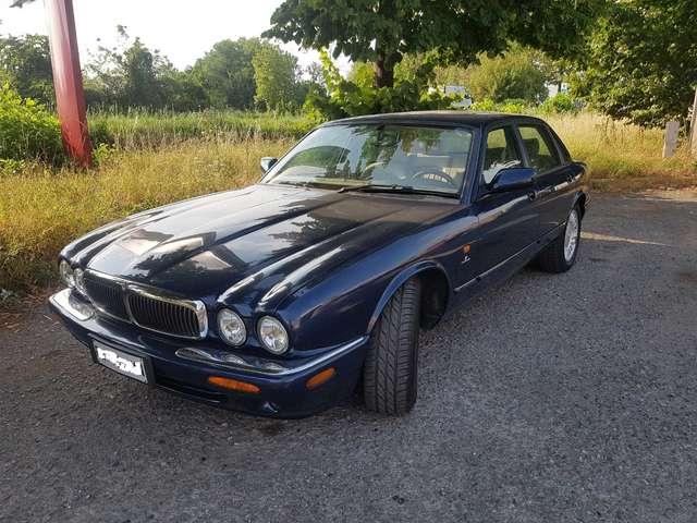 jaguar xj8 3-2-cat blau
