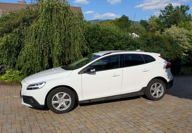 volvo v40-cross-country d2-kinetic weiss