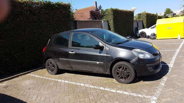 renault clio 1-6-16v-dynam-luxe black