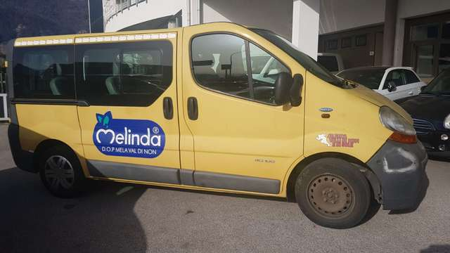 renault trafic passenger-9-posti giallo