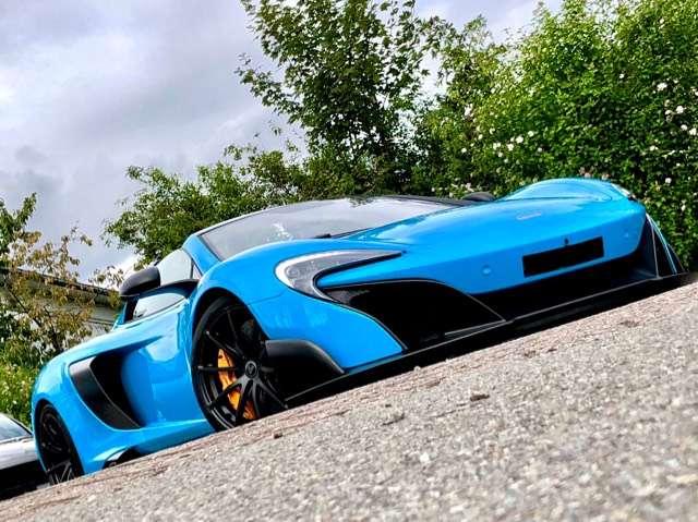 mclaren 675lt 3-8-bi-turbo-v8-full-carbone-full-options blau