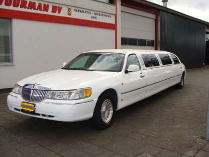 Lincoln Town Car LIMOUSINE 9.5 METER