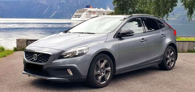 volvo v40-cross-country t4-awd-geartronic-summum grau
