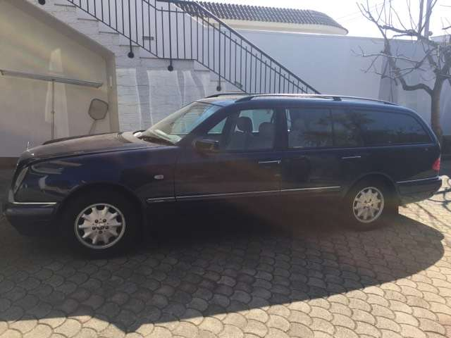 mercedes-benz e-230 cat-station-wagon-elegance blau