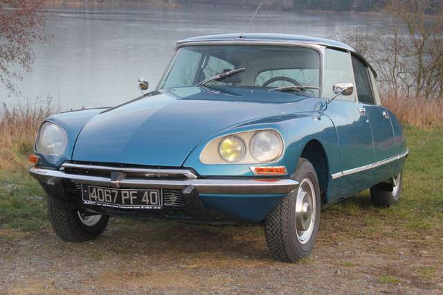 citroen ds d-super-5-originalgetreuer-traumzustand blau