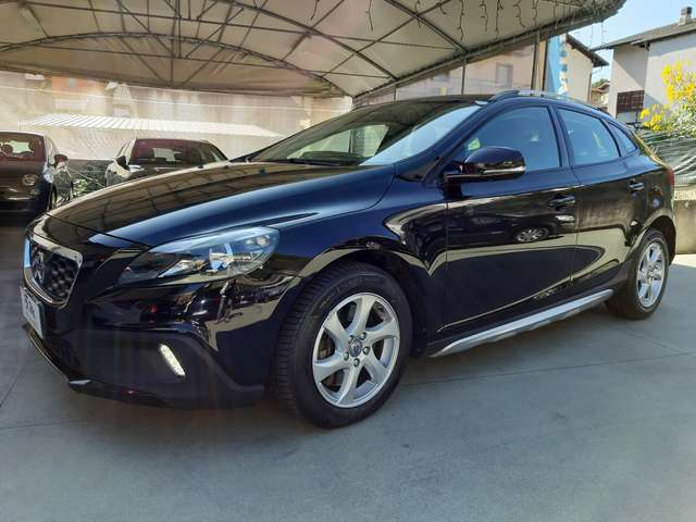 volvo v40-cross-country d3-geartronic-momentum nero
