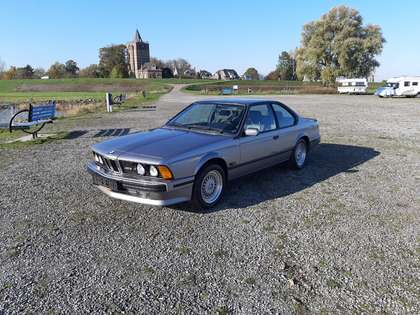 BMW M6 (1987) 260 hp manual 6 gear airco fridge 43,000 km