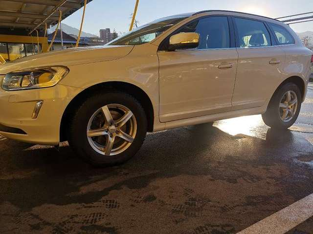 volvo xc60 d4-awd-momentum weiss