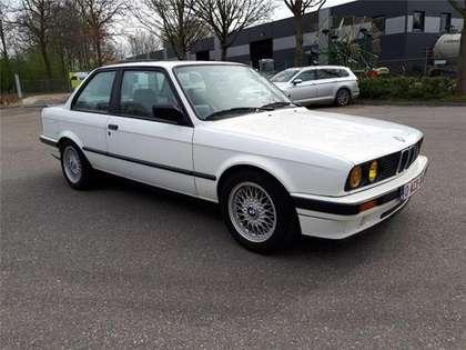 BMW 325 i coupé E30 alpinweiss 127000 km zwart leder