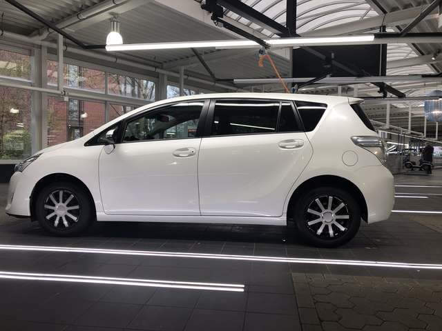 toyota verso 1-8-multidrive-s-7-sitzer-skyview-edition weiss