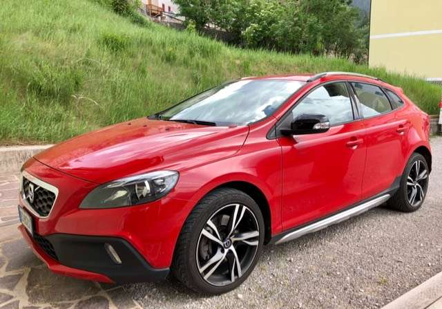 volvo v40-cross-country t4-awd-geartronic-kine rot