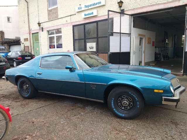 chevrolet camaro muscle-car-v8-400ps blau