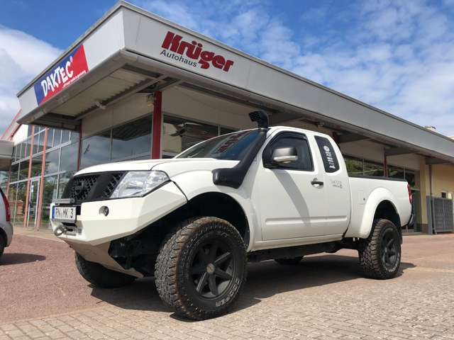 nissan navara d40-king-cab-travel-edition-by-daktec weiss