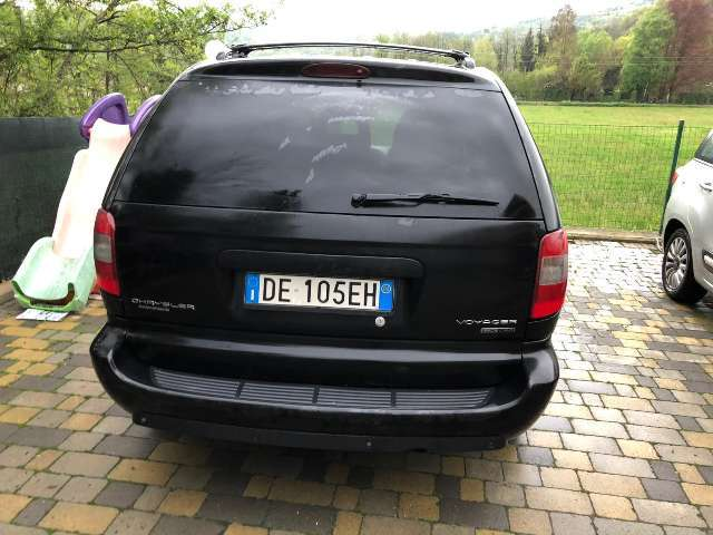 chrysler grand-voyager 2-8-crd-cat-limited-auto nero