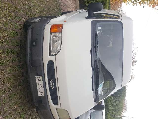 ford courier ford-transit bianco