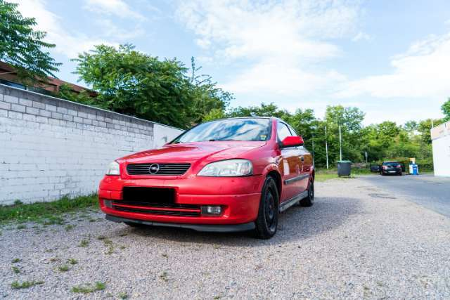 opel astra 1-6-sportive rot