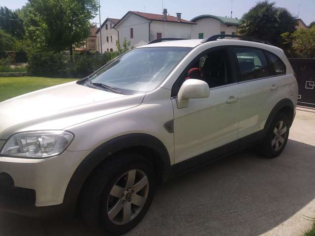 chevrolet captiva 2-0-vcdi-2wd weiss
