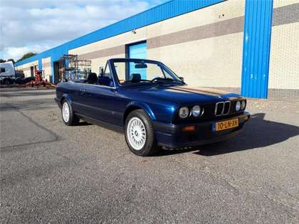 BMW 320 i cabrio E30 6-cyl. mauritiusblauw sportonderstel!