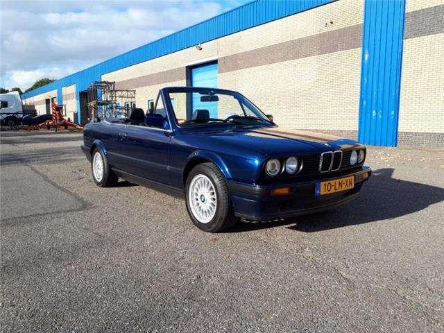 bmw 320 i-cabrio-e30-6-cyl-mauritiusblauw-sportonderstel blauw